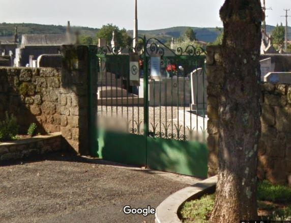 Porte d'entrée du cimetière de Laurac-en-Vivarais