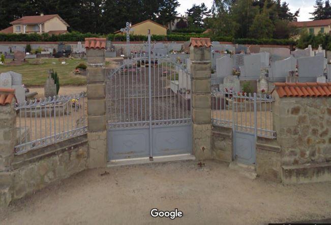 Porte d'entrée du cimetière de Chambles