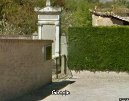 Porte d'entrée du cimetière de Guéreins