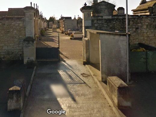 Porte d'entrée du cimetière de Vallabrègues