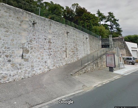 L'entrée du cimetière de Cambes sur 9 Route de Bordeaux