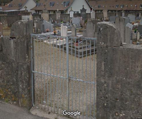 Porte d'entrée du cimetière de Virignin
