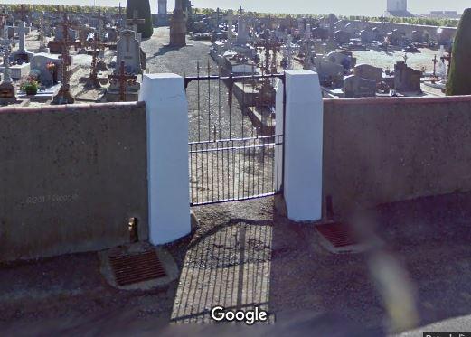 Porte d'entrée du cimetière de Saint-Christophe-la-Couperie