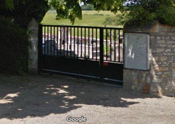 Porte d'entrée du cimetière de Venesmes