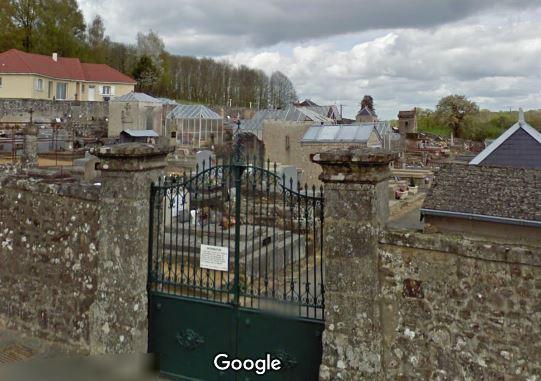 Porte d'entrée du cimetière de Saint-Priest-la-Feuille