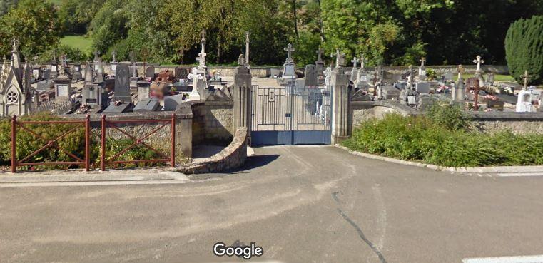 Porte d'entrée du cimetière de Poissons