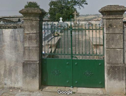Porte d'entrée du cimetière de Sauveterre-de-Rouergue sur le D650
