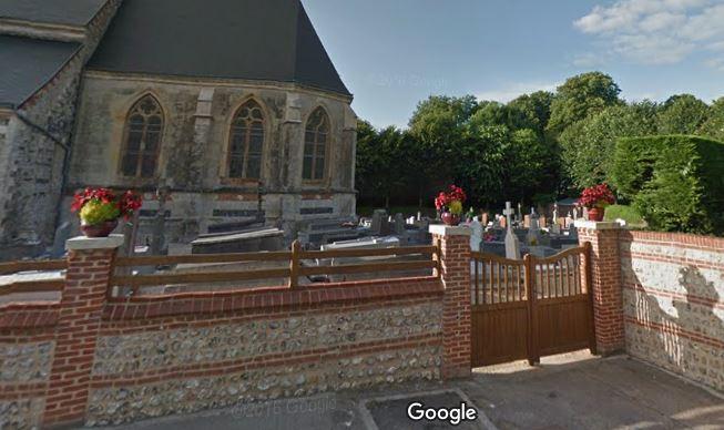 L'entrée du cimetière sur Le Tilleul
