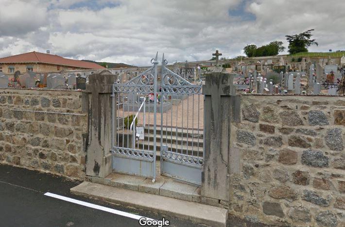 Porte d'entrée du cimetière de Cremeaux
