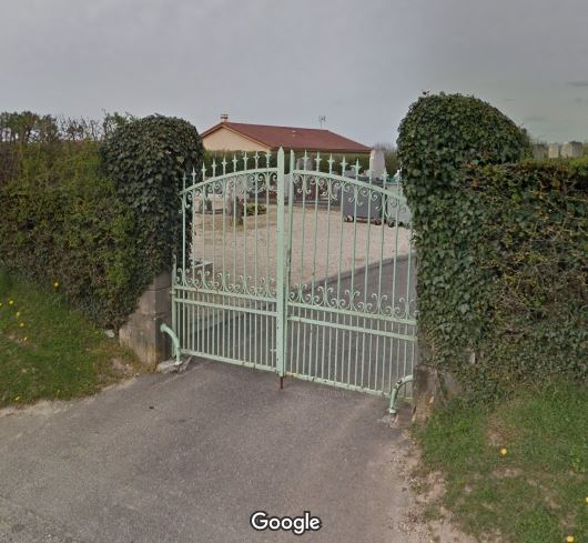 Porte d'entrée du cimetière de Malafretaz