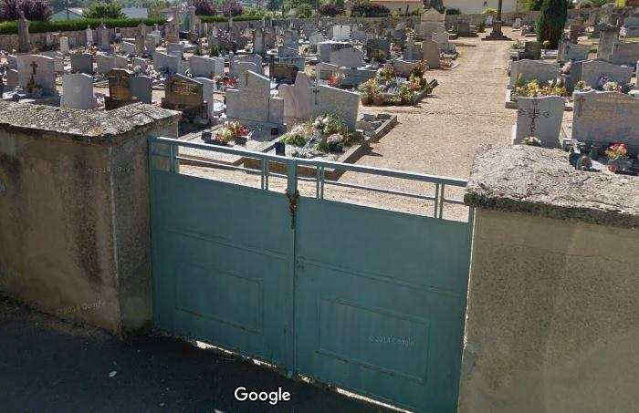 Porte d'entrée du cimetière de Sail-sous-Couzan