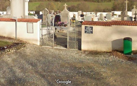 Porte d'entrée du cimetière de Rignieux-le-Franc