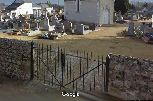 Porte d'entrée du cimetière de Juvardeil