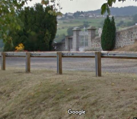 Porte d'entrée du cimetière de Lézigneux