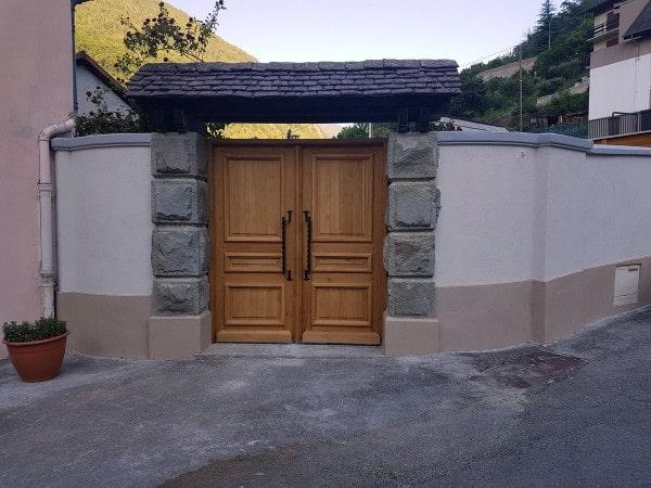 Porte d'entrée du cimetière de Isola