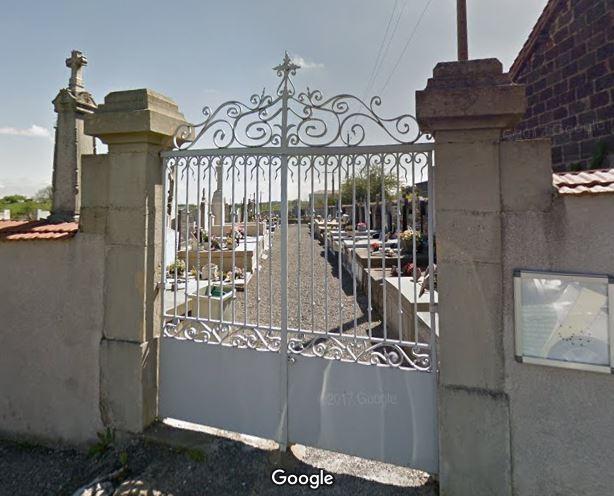 Porte d'entrée du cimetière de Saint-Maurice-en-Gourgois