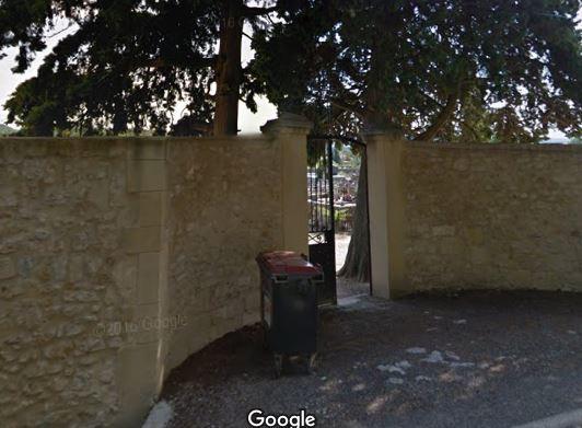 Porte d'entrée du cimetière de Tresques