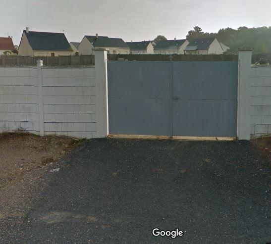 Porte d'entrée du cimetière de Noyant