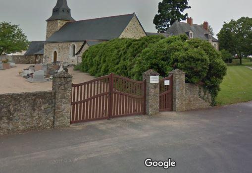 Porte d'entrée du cimetière de Saint-Jean-de-Linières