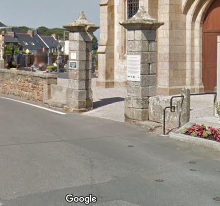 Porte d'entrée du cimetière sur Rue du Calvaire
