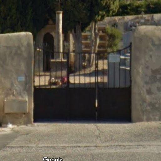 Porte d'entrée du cimetière de Aureille