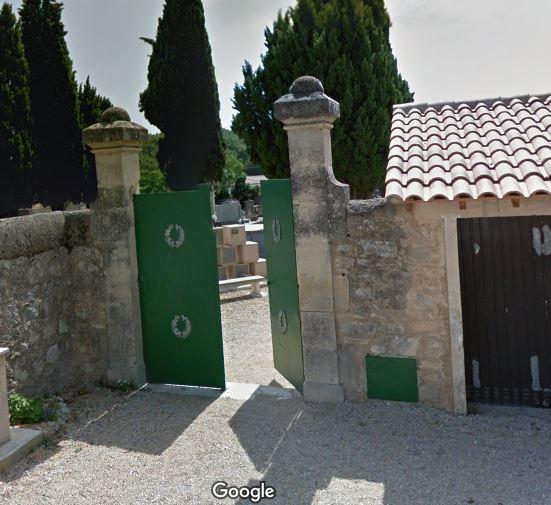 Porte d'entrée du cimetière de Saussines