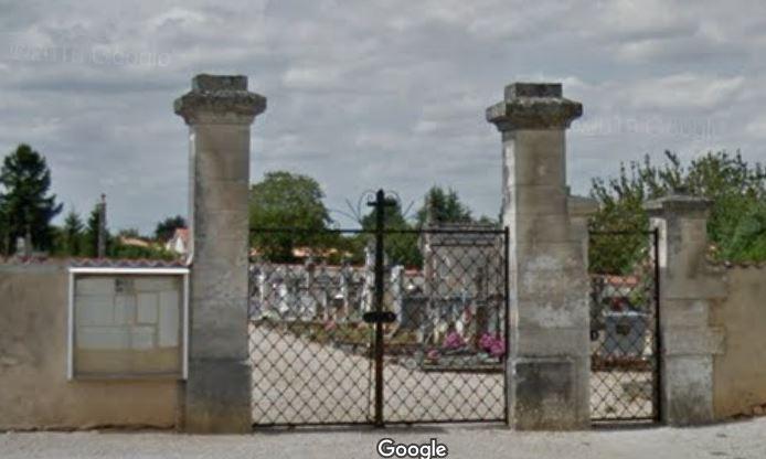 L'entrée du cimetière de Saint-Angeau
