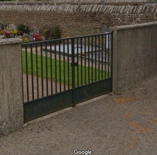 Porte d'entrée du cimetière de Sampans