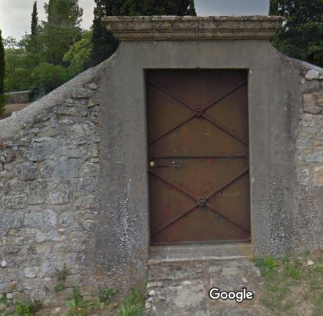 Porte d'entrée du cimetière de Arpaillargues-et-Aureillac
