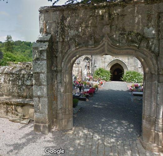 Porte d'entrée du cimetière sur Rue de l'École