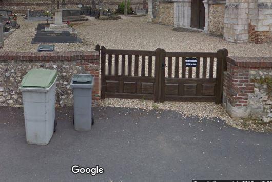 Porte d'entrée du cimetière de Saint-Antoine-la-Forêt