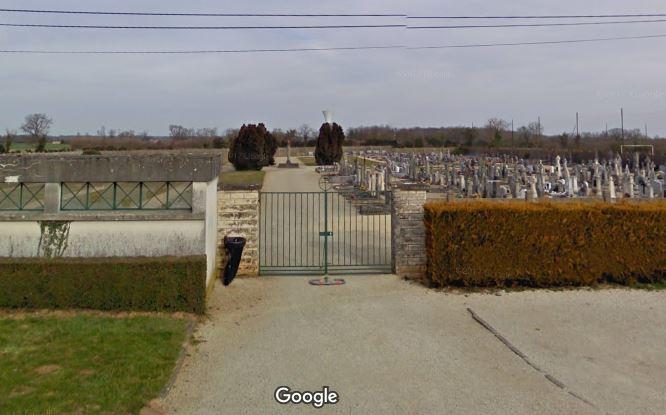 Porte d'entrée du cimetière de Payré