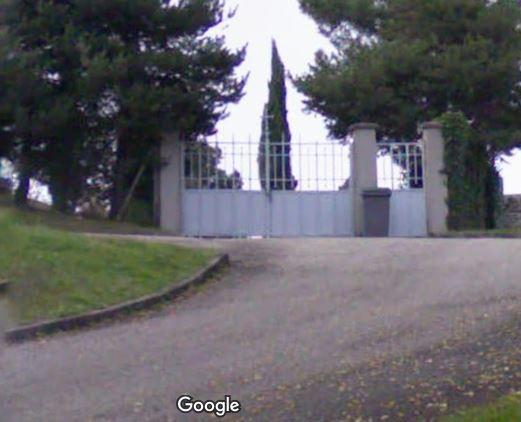 Porte d'entrée du cimetière de Châteauneuf