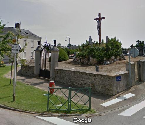 Porte d'entrée du cimetière de Miré