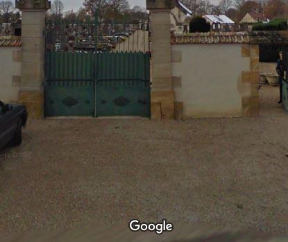 Porte d'entrée du cimetière de Souvigny