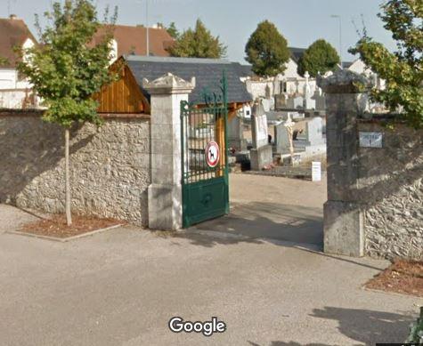 Porte d'entrée du cimetière de Vineuil