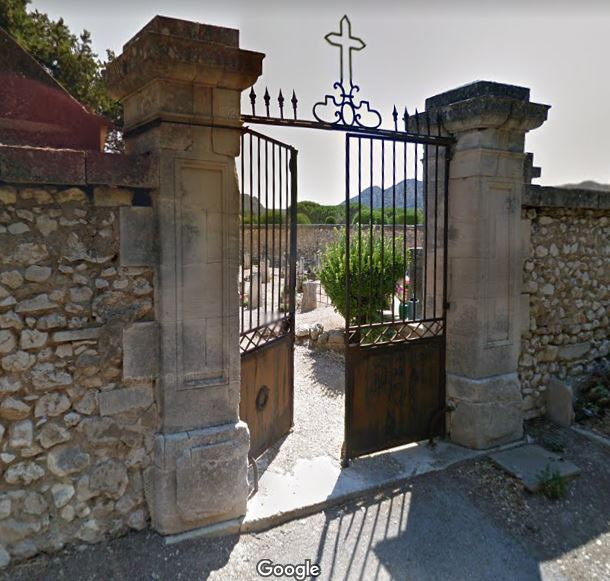 Porte d'entrée du cimetière de Eygalières