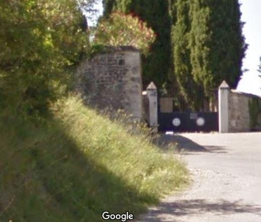 Porte d'entrée du cimetière de Riez