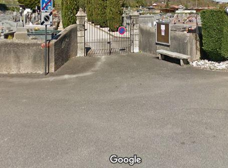 Porte d'entrée du cimetière du Gan