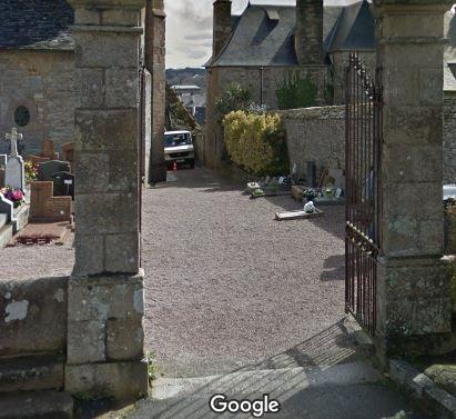 Porte d'entrée du cimetièresur Place Ernest Laurent