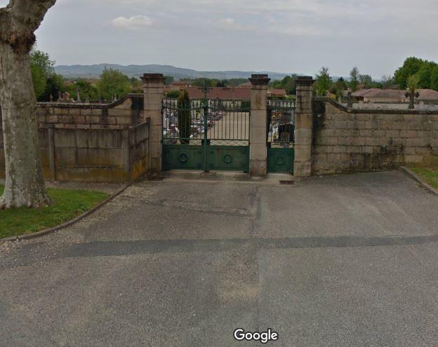 Porte d'entrée du cimetière de Grièges