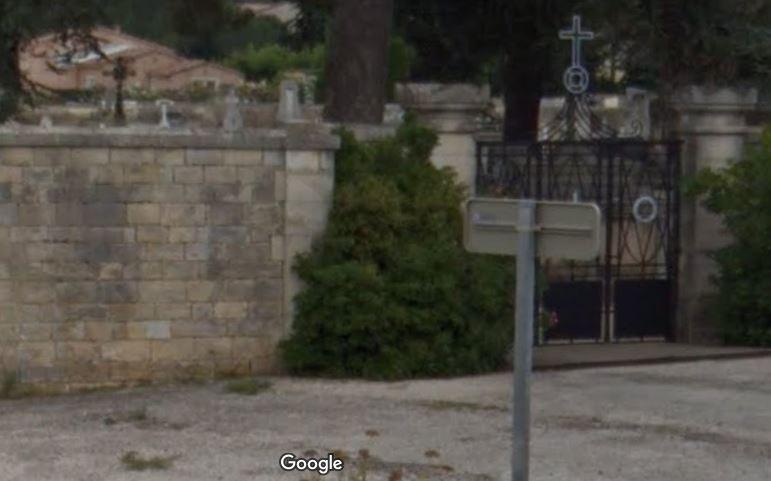 Porte d'entrée du cimetière de Saint-Victor-la-Coste
