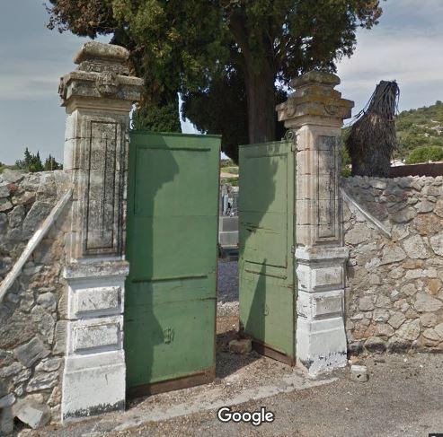 Porte d'entrée du cimetière de Saint-Jean-de-Fos