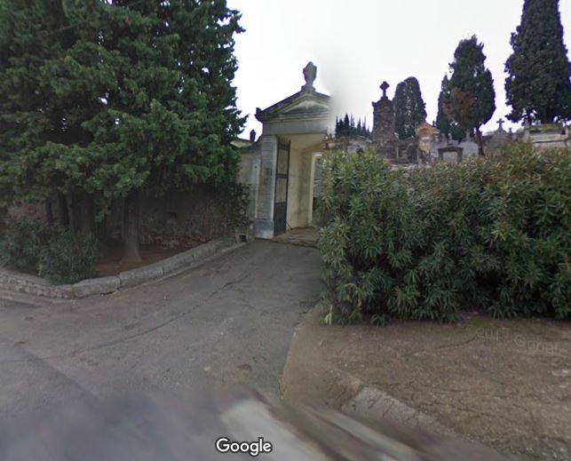 Porte d'entrée du cimetière de Saint-Chinian